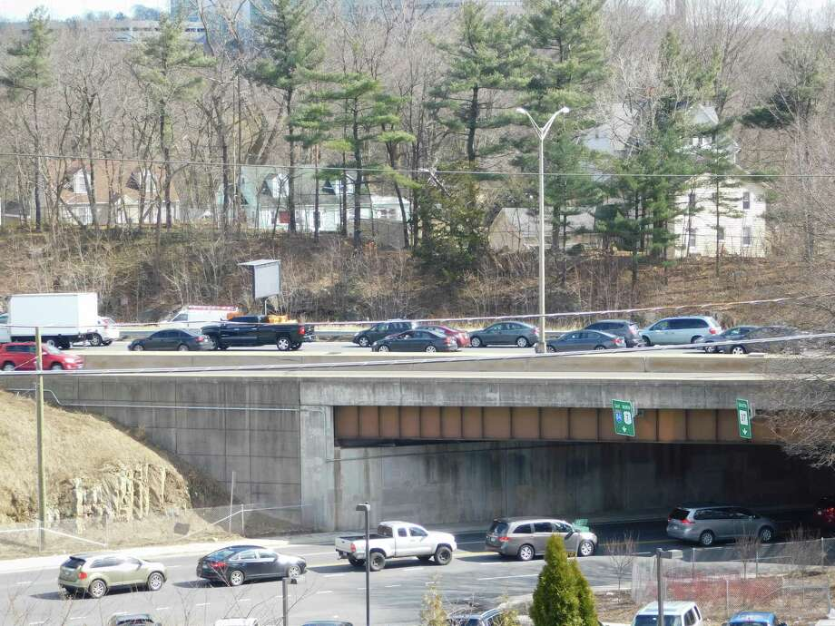 An accident backs up I-84 eastbound traffic in Danbury on March 18, 2019. Photo: Kendra Baker / Hearst Connecticut Media