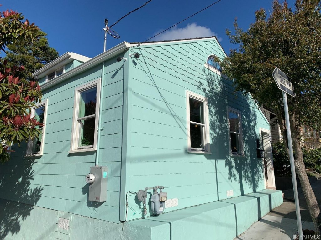 Photos show how $788K San Francisco cottage compares to San Antonio retreat