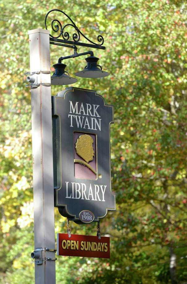 File photo of the Mark Twain Library sign. Photo: H John Voorhees III / Hearst Connecticut Media / The News-Times