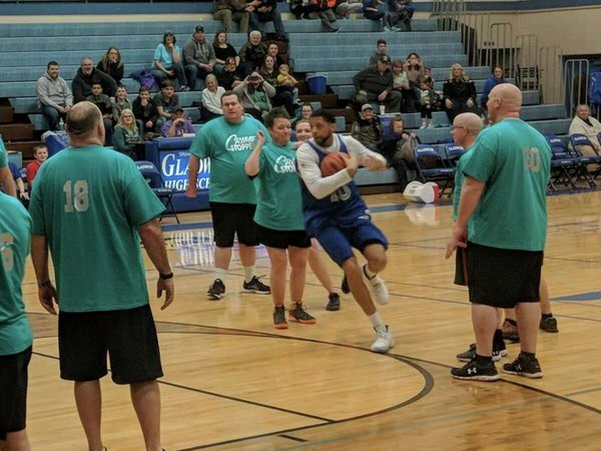Former Detroit Lions played Gladwin County area law enforcement in the annual Gladwin County Crime Stoppers basketball game last Friday at the Gladwin High School gym. The annual event helps raise money for Crime Stoppers, which helps with needs of area law enforcement. (Tereasa Nims/for the Daily News)