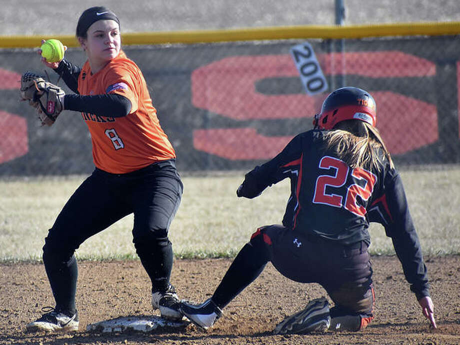 Gillespie's Chloe Segarra (left) looks to first base after Edwardsville's Anna Buss is out at second base on Monday in Gillespie. Photo: Matt Kamp / Hearst Illinois
