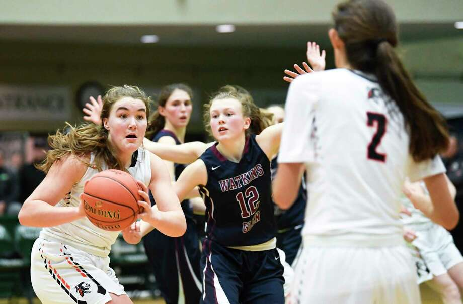 CambridgeOs Fiona Mooney , left, passes the ball to teammate Sophie Phillips (2) in the New York State Public High School Athletic Association girls' Class C championship basketball game Saturday, March 16, 2019, in Troy, N.Y.  Cambridge won 57-43. (Hans Pennink / Special to the Times Union) Photo: Hans Pennink / 40046446A