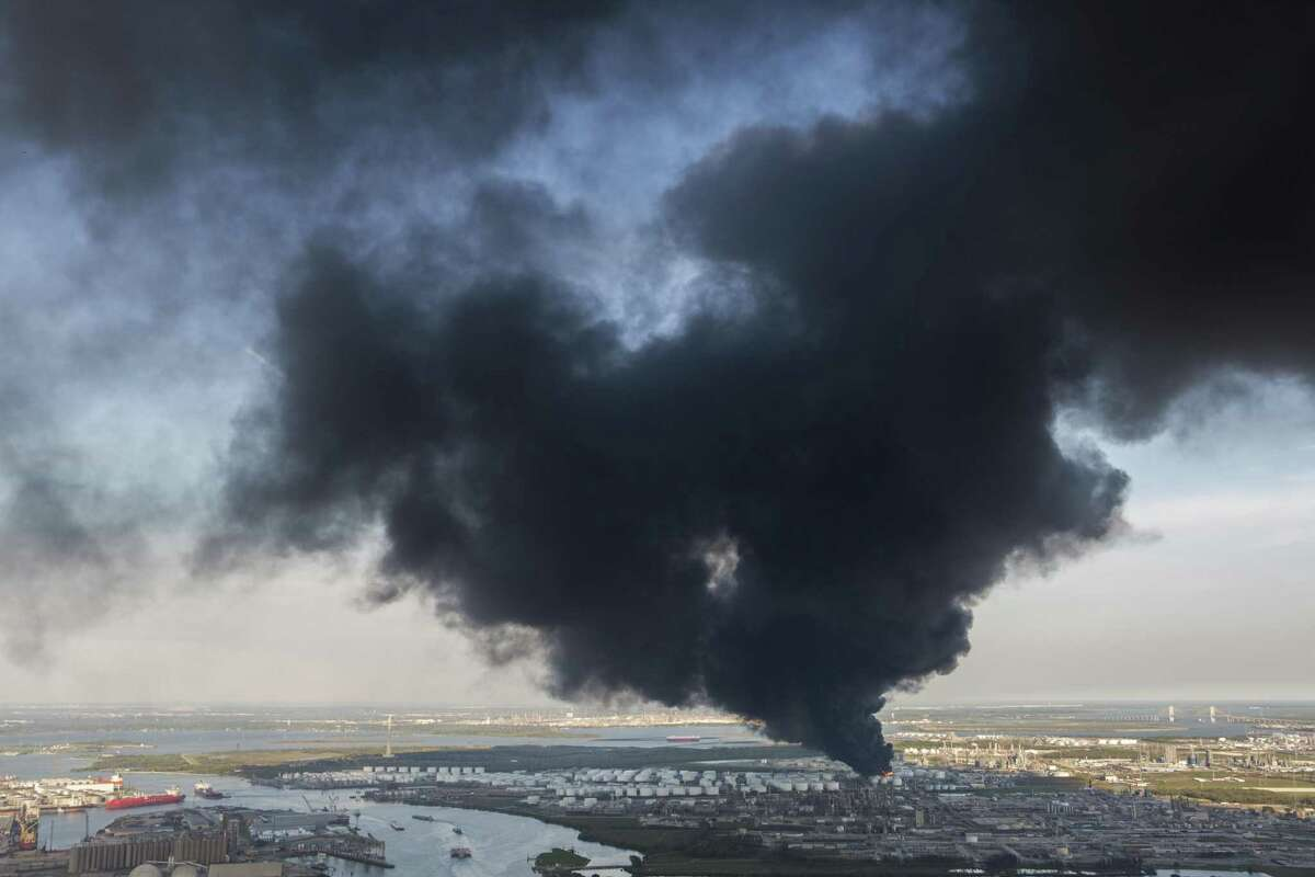 The petrochemical fire in Deer Park left some Houstonians missing the gravitas former Judge Ed Emmett displayed during disasters.