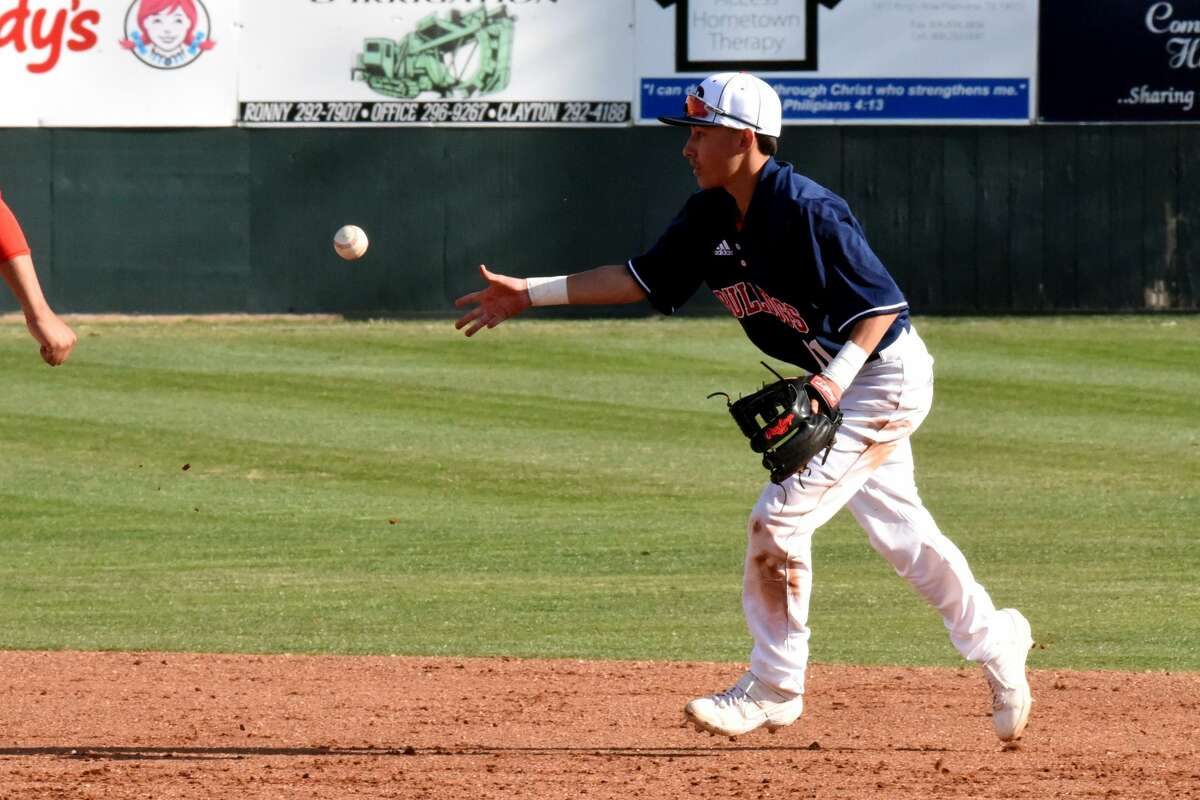The Monterey Plainsmen baseball team rallied to beat the Plainview Bulldogs, 11-9, during District 3-5A action on Tuesday in Plainview.