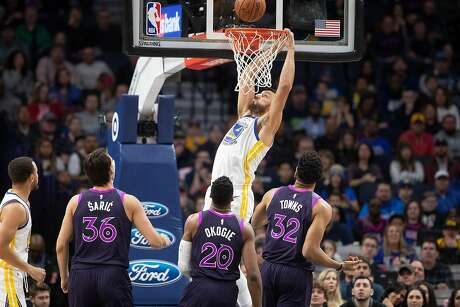 The Golden State Warriors' Andrew Bogut dunks against the Minnesota Timberwolves at Target Center in Minneapolis on Tuesday, March 19, 2019. (Jerry Holt/Minneapolis Star Tribune/TNS)