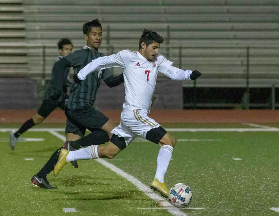 Caney Creek junior Leodan Pacheco (7) dribbles up the field during a District 20-5A boys soccer match at Berton A. Yates Stadium in Willis. Photo: Cody Bahn, Houston Chronicle / Staff Photographer / © 2018 Houston Chronicle