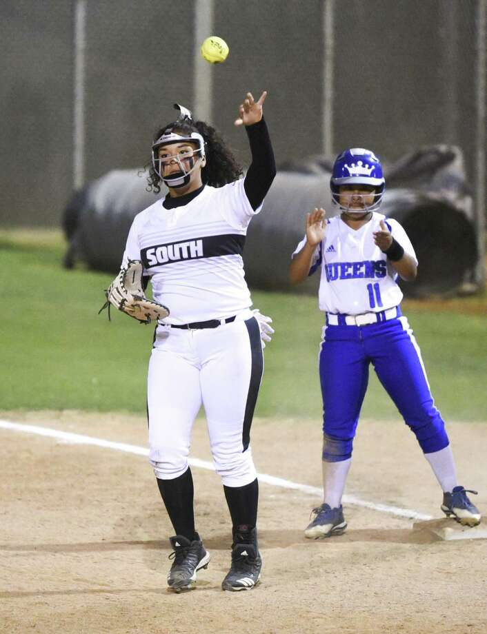 United South lost a shootout Tuesday to Del Rio falling 15-10 at the SAC. First baseman Samantha Gonzalez was 1-for-3 with a run and an RBI. Photo: Danny Zaragoza /Laredo Morning Times
