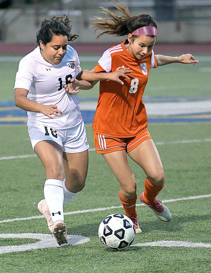 Jazmyn Flores scored a pair of goals for United in a 4-1 victory over Monica Guzman and United South on Tuesday night. The Lady Longhorns set up a winner-take-all game with Alexander for the district title Friday in the win while South fell out of fourth place. Photo: Cuate Santos /Laredo Morning Times / Laredo Morning Times