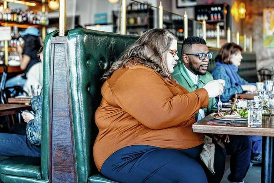Rebecca Alexander eats lunch with a friend at Besaw's in Portland, Oregon. Alexander said the restaurant accommodates larger diners, but many restaurants often struggle to provide comfortable seating or adequate space in aisles. Photo: Leah Nash | The New York Times