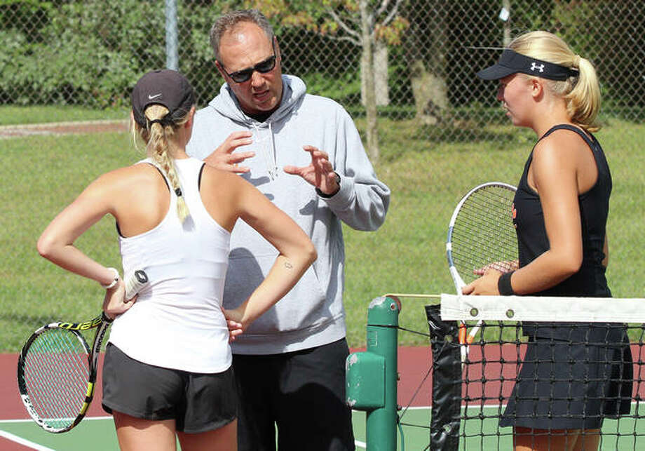 Edwardsville coach Dave Lipe talks with Annie McGinnis (left) and Hannah Colbert (right) during a break in their girls tennis match last fall. Lipe, the coach for both girls and boys tennis at Edwardsville for 25 years, picked up career victory No. 800 in the boys' dual win over Alton on Monday in Edwardsville. Photo: Greg Shashack / The Telegraph
