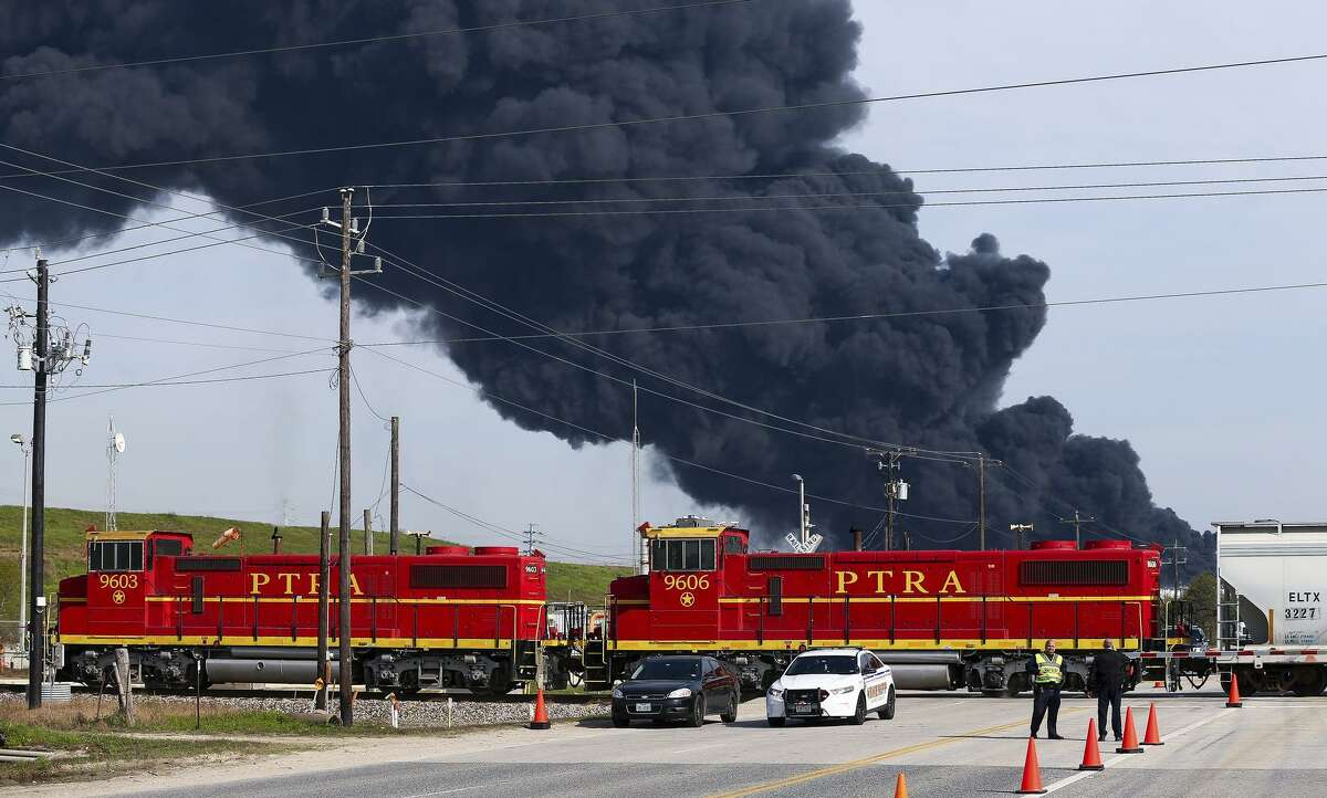 Firefighters battle the petrochemical fire at Intercontinental Terminals Company on March 19, 2019, in Deer Park, Texas. (Godofredo A. Vasquez/Houston Chronicle via AP)