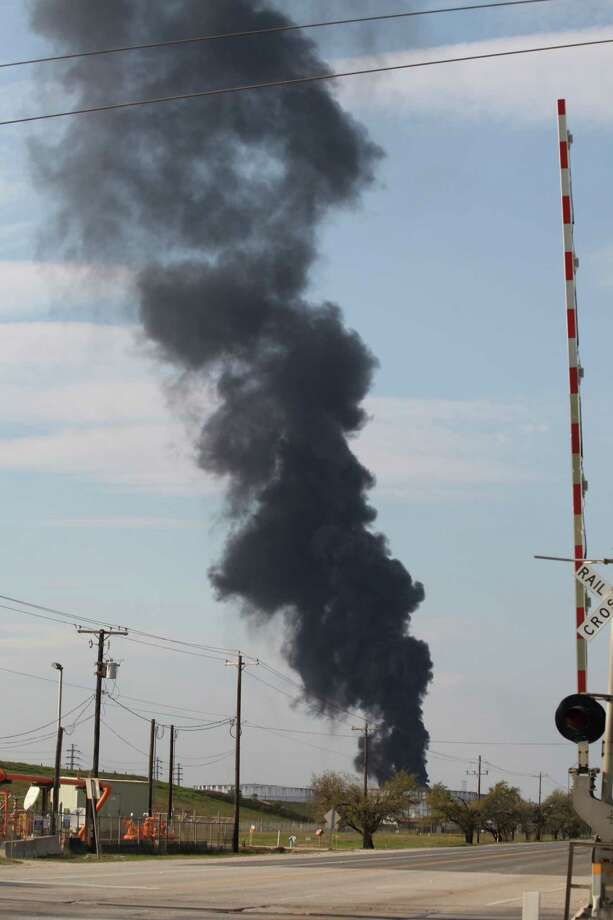 A plume of black smoke rises from the ITC industrial site on March 20, 2019, after an apparent flare-up. Photo: Nicole Hensley, Staff / Houston Chronicle