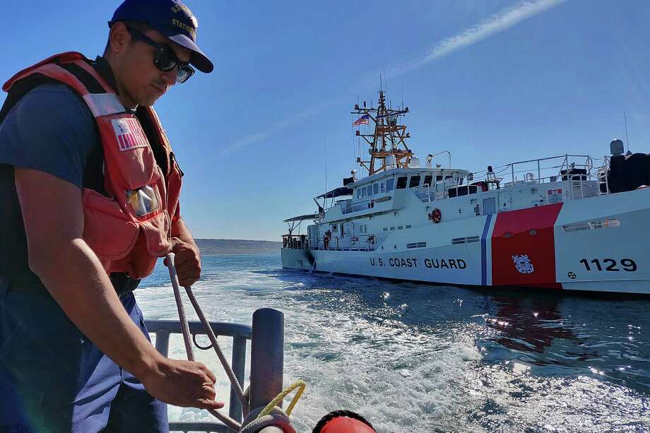 Fireman Patrick Saragoza ties off a fender aboard a Coast Guard Station San Diego 45-foot Response Boat-Medium during a joint patrol with the Coast Guard Cutter Forrest Rednour off the coast of Southern California on Nov. 27, 2018. Photo: Coast Guard Photo By Petty Officer 1st Class Patrick Kelley. / Public Domain