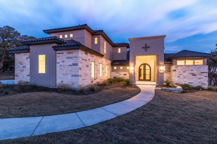 Builder: Mike Hollaway  Community: Esperanza Address: 101 Lajitas, Boerne, TX 78006 Price: $925,000 Photo: Mike Hollaway