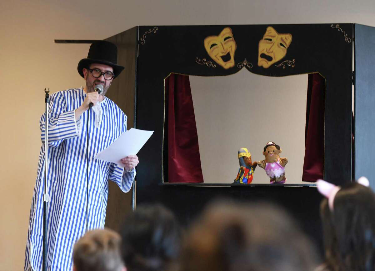 Nursery School Director David Cohen plays narrator for the Purim puppet show