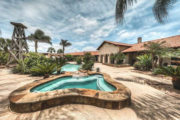 FRIENDSWOOD: 2517 Sierra Madre List price: $ 2.575 million