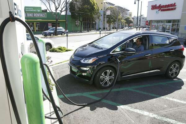 Environmental groups want SF to nudge Uber, Lyft drivers toward electric vehicles