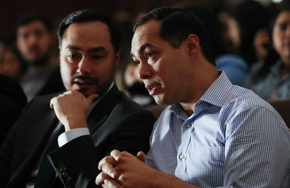 Democratic presidential candidate Julian Castro (R) and his twin brother U.S. Rep. Joaquin Castro (D-TX) in 2019.