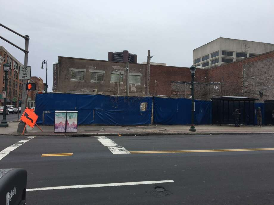 Artspace Park is targeted for a 6-story apartment building at the corner of Chapel and Orange streets. Photo: Mary E. O'Leary /Hearst Connecticut Media /