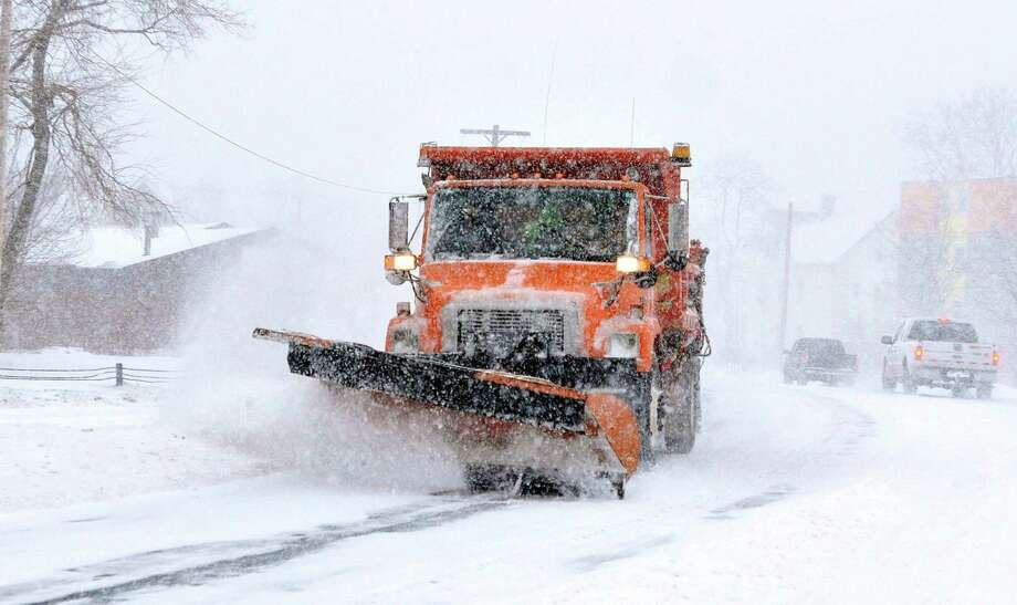 A state plow along Ella Grasso Boulevard in New Haven. Photo: Peter Casolino / Hearst Connecticut Media