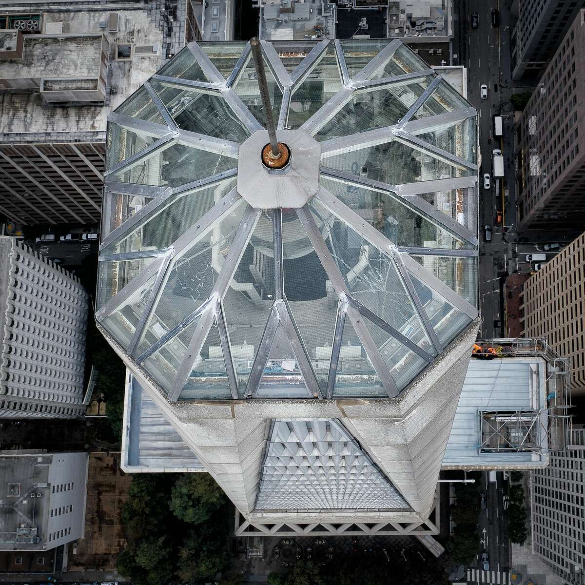 PhotographerRyan Fitzsimons recently discovered the 'crown jewel' on top of the Transamerica Pyramid.