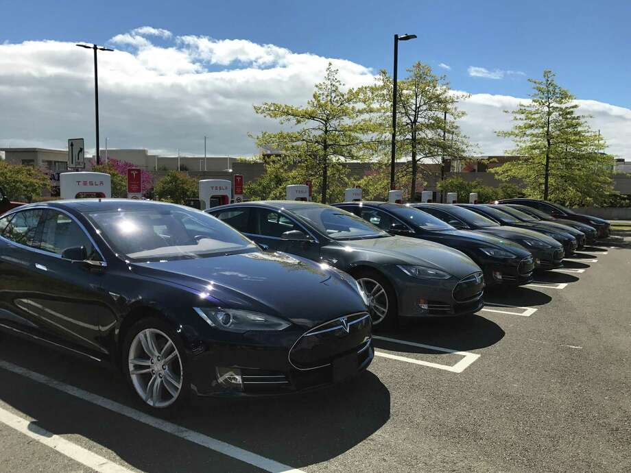 Teslas parked at a Supercharger station at the Connecticut Post mall in Milford, Conn. Photo: Keila Torres Ocasio / Hearst Connecticut Media
