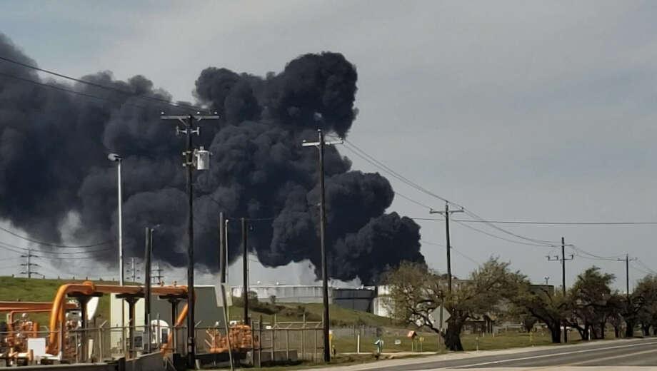 Thick black smoke resumed at the Intercontinental Terminals Co. facility Friday, Mar 22. Photo: Godofredo Vasquez
