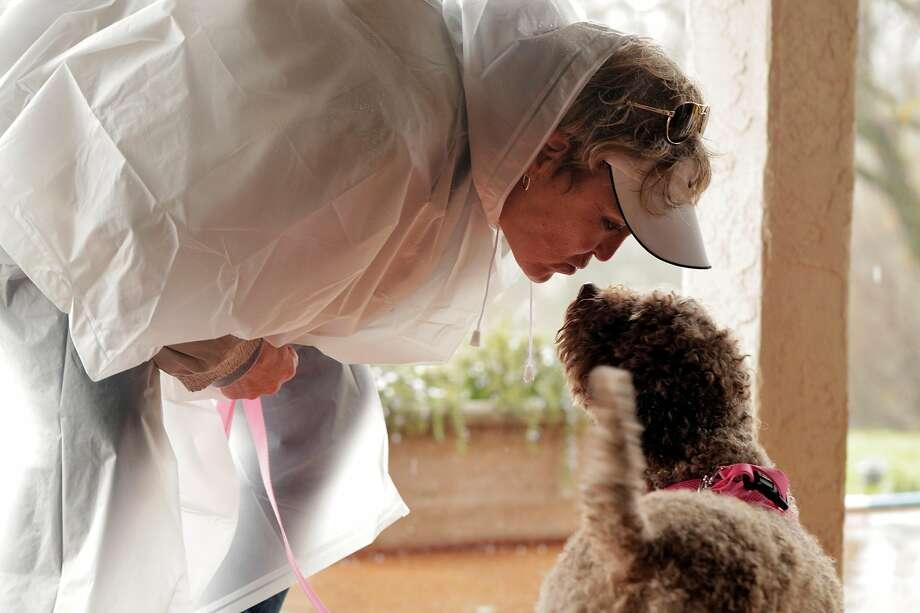 Lori Engel kisses her dog Gigi during the workshop. Photo: Carlos Avila Gonzalez / The Chronicle