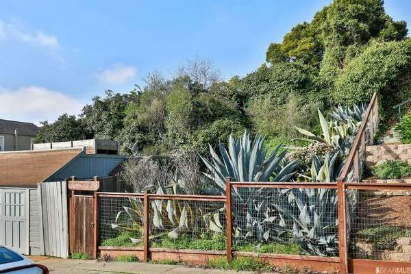 A vacant lot in San Francisco's Glen Park neighborhood is listed for $1.85 million. The site plan has been approved for a detached brand-new 4,000-square-foot home with four bedrooms and 5.5 bathrooms.