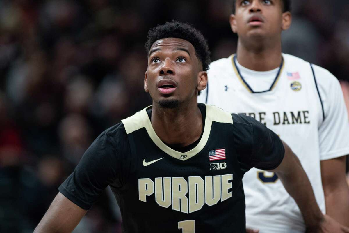 INDIANAPOLIS, IN - DECEMBER 15: Purdue Boilermakers forward Aaron Wheeler (1) blocks out Notre Dame Fighting Irish guard D.J. Harvey (5) during the Crossroads Classic basketball game between the Purdue Boilermakers and Notre Dame Fighting Irish on December 15, 2018, at Bankers Life Fieldhouse in Indianapolis, IN. (Photo by Zach Bolinger/Icon Sportswire via Getty Images)