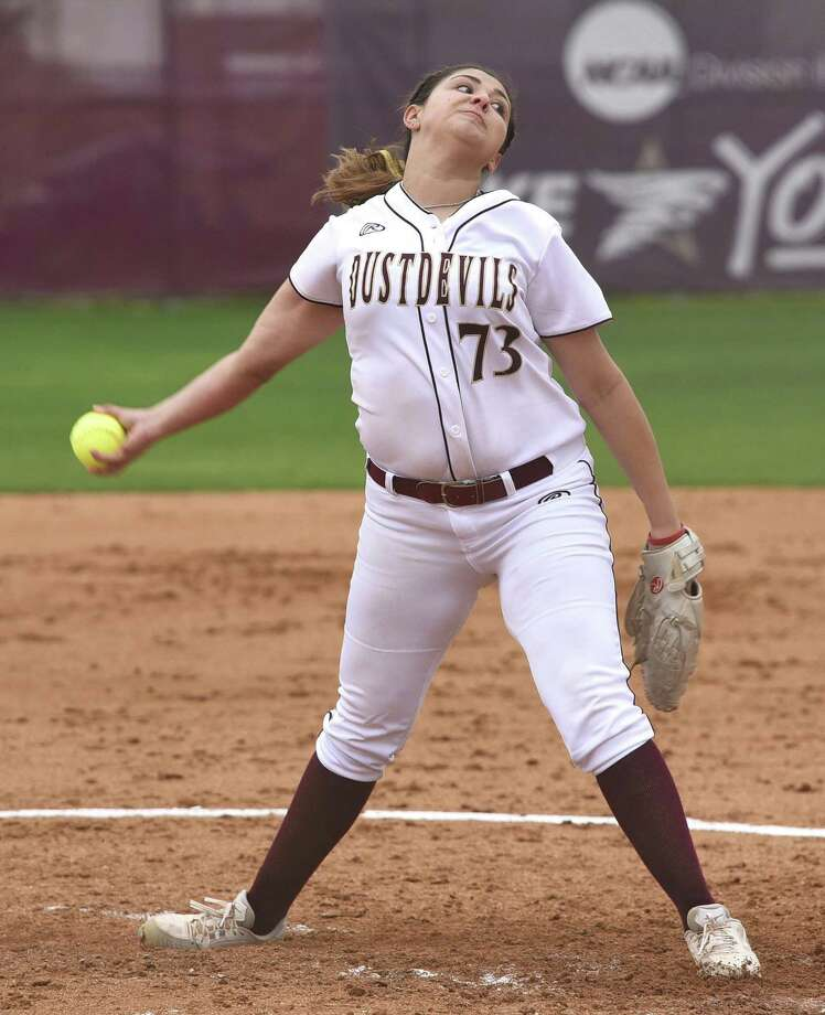 Jenika Lombrana and TAMIU were swept at Rogers State on Friday despite allowing only three combined runs in two games. Photo: Danny Zaragoza /Laredo Morning Times File / Laredo Morning Times