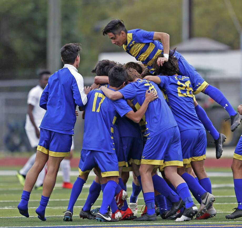 Alamo Heights celebrate their victory over Brackenridge. Alamo Heights v Brackenridge in girls 27-5A soccer match on Friday, March 22 , 2019 at Alamo Heights. Photo: Ronald Cortes/Contributor / 2019 Ronald Cortes