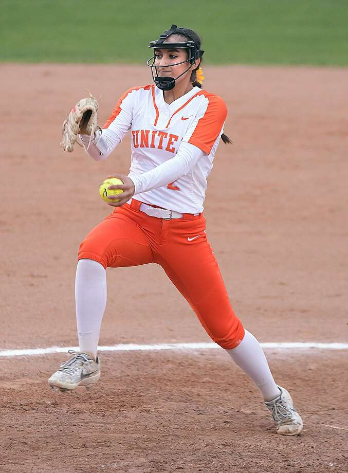 Kelly Salinas pitched a complete game Friday as United crushed United South 15-0 in four innings at the SAC. Photo: Cuate Santos /Laredo Morning Times / Laredo Morning Times