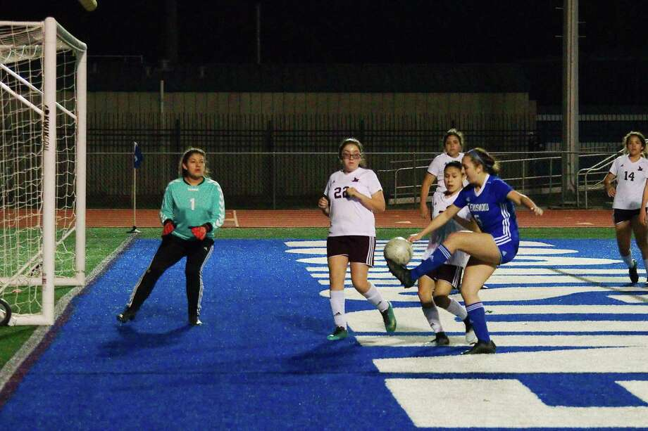 Girls' soccer: Friendswood not letting guard down entering playoffs