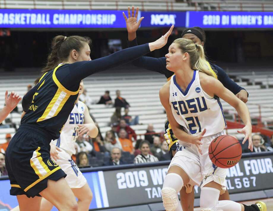 South Dakota State's Tylee Irwin (21) drives against Quinnipiac's Paula Strautmane on Saturday. Photo: Heather Ainsworth / Associated Press / FR120665 AP
