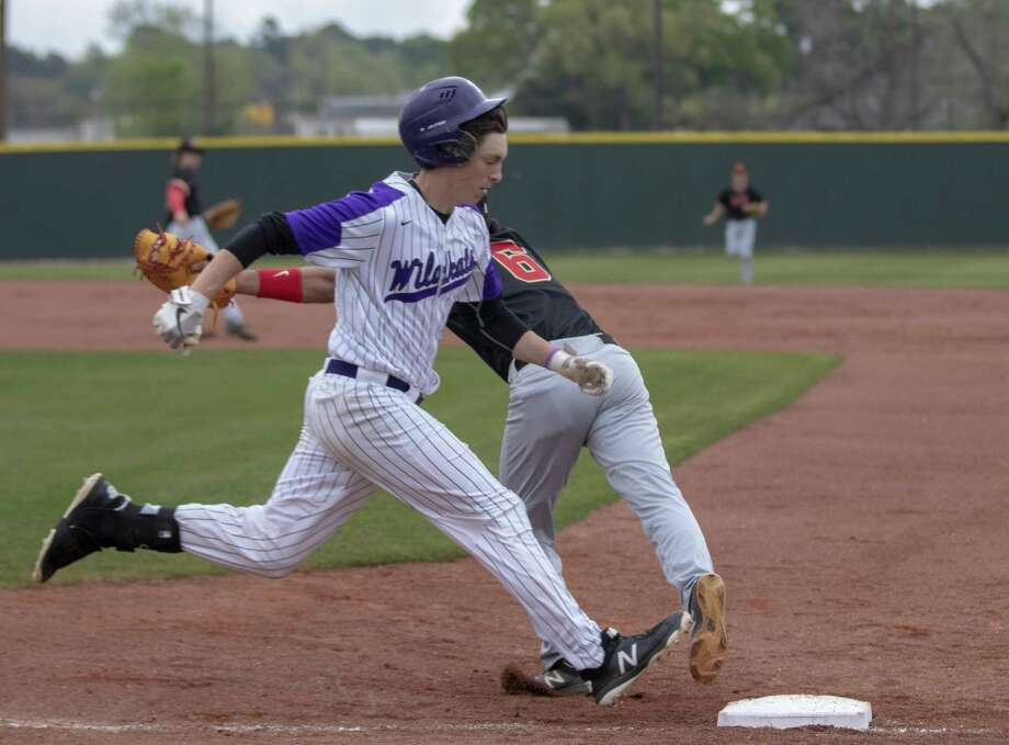 Willis designated hitter Daniel Shafer (19) makes it to first base during a District 20-5A baseball game Saturday, March 23, 2019 in Willis. Photo: Cody Bahn, Houston Chronicle / Staff Photographer / © 2018 Houston Chronicle