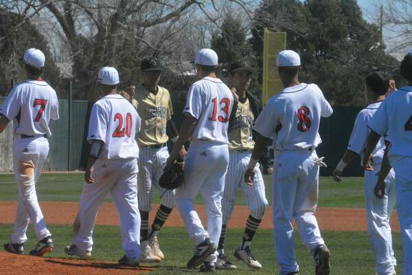 The Plainview Bulldogs ended the week with a 7-0 shutout victory over the Lubbock High Westerners during District 3-5A baseball action on Saturday in Plainview.