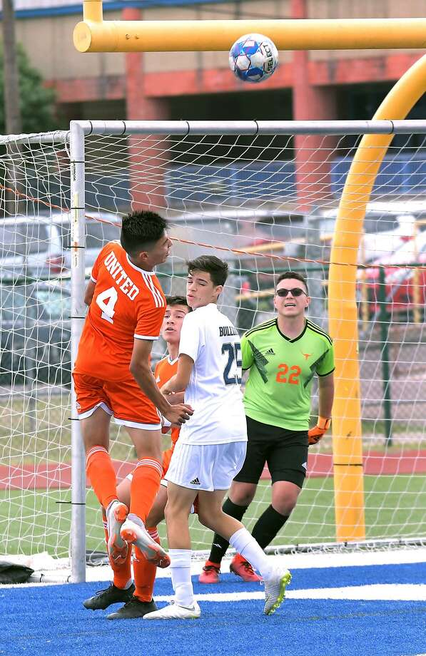 Francisco Salazar and United fell to Alexander 3-2 in the regular season finale Saturday at Krueger Field. Photo: Cuate Santos /Laredo Morning Times / Laredo Morning Times