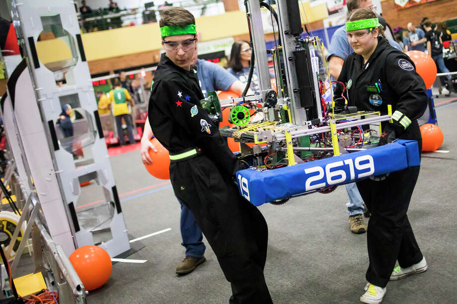 Members of the H. H. Dow High School robotics team carry their robot off of the field during the FIRST Robotics district competition on Saturday, March 23, 2019 at H. H. Dow High School. (Katy Kildee/kkildee@mdn.net) Photo: (Katy Kildee/kkildee@mdn.net)