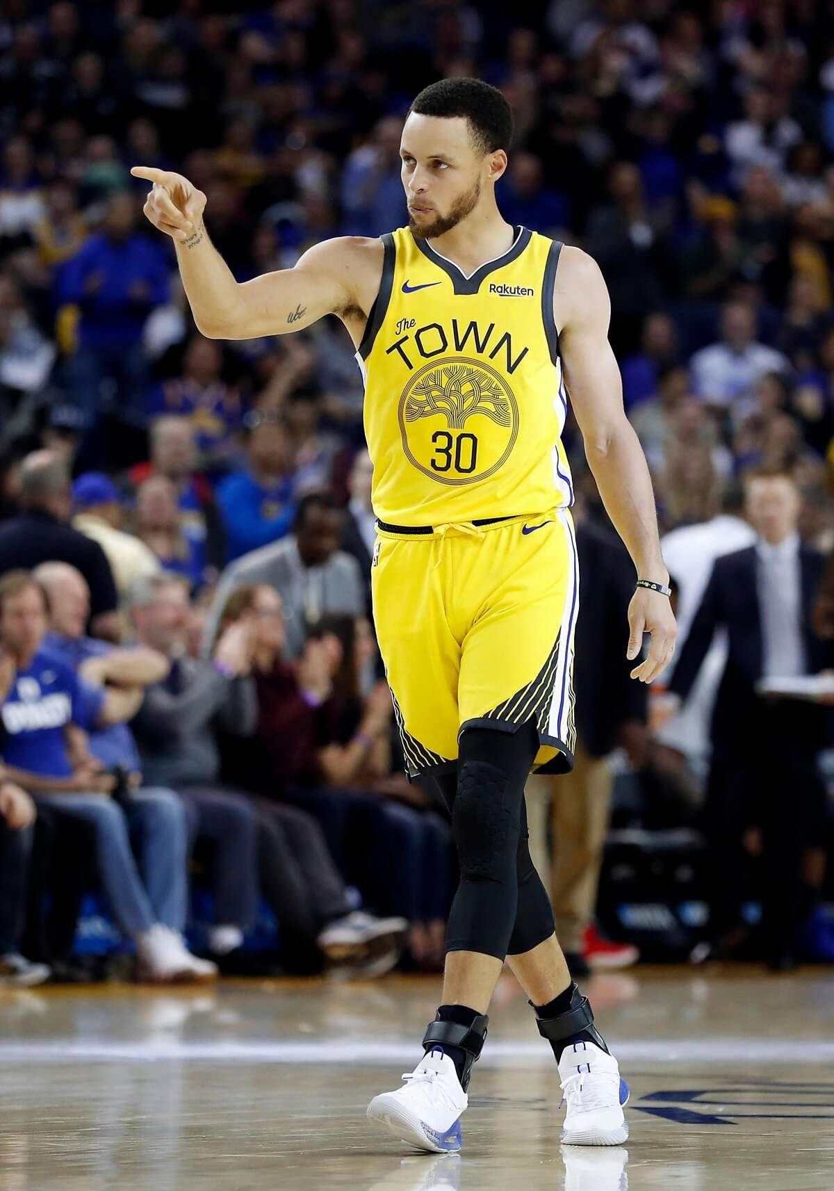 Golden State Warriors' Stephen Curry points during Warriors' 121-114 win over Detroit Pistons during NBA game at Oracle Arena in Oakland, Calif., on Sunday, March 24, 2019.