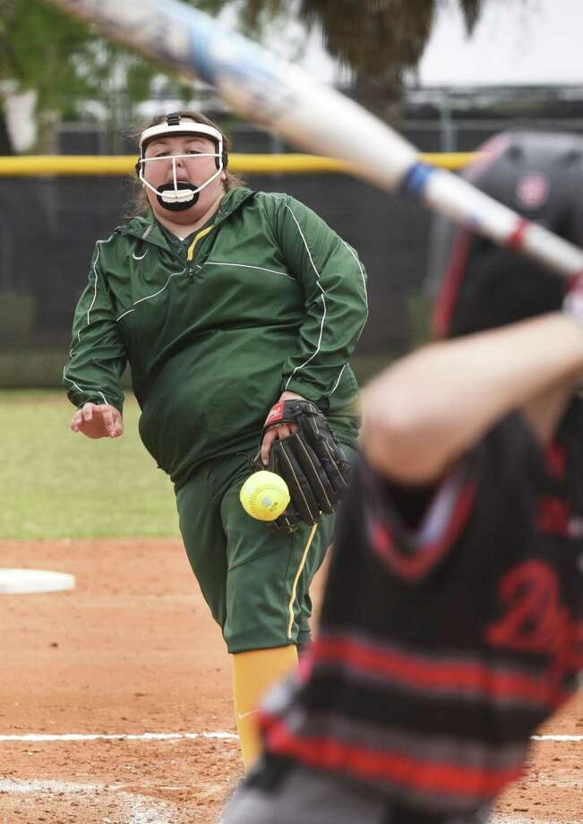 Anna MacFarlane and Laredo College dropped their doubleheader against Galveston College and split a two-game series against Alvin Community College. The Palominos are now 2-6 in Region XIV play. Photo: Danny Zaragoza /Laredo Morning Times / Laredo Morning Times