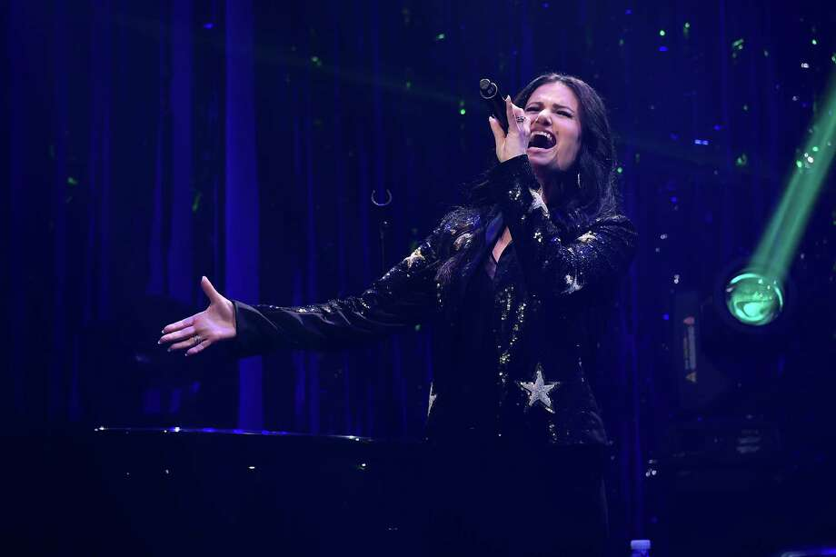 NEW YORK, NEW YORK - FEBRUARY 25: Singer Idina Menzel performs during the Roundabout Theatre Company 2019 Gala at The Ziegfeld Ballroom on February 25, 2019 in New York City. Photo: Michael Loccisano, Getty Images / 2019 Getty Images