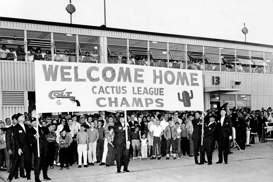 "04/08/1962 - Crowd comes out to International Airport to welcome the Houston Colt .45s home from spring training in the ""Cactus League."" The Colt .45s begin National League play April 10, 1962 against the Chicago Cubs at Colt Stadium in Houston."