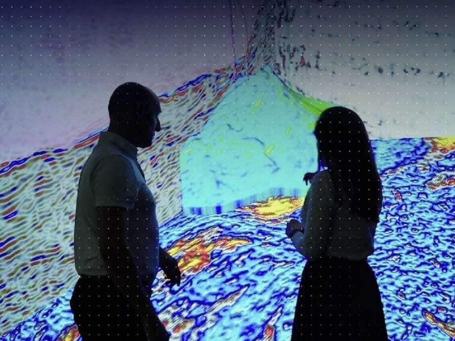Schlumberger, Chevron and Microsoft have launched a cloud-based artificial intelligence platform to improve a digital services in the oil field.