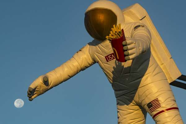 """Photographer Ray Viator highlights local landmarks in his new book, """"Houston: Space City USA."""""""