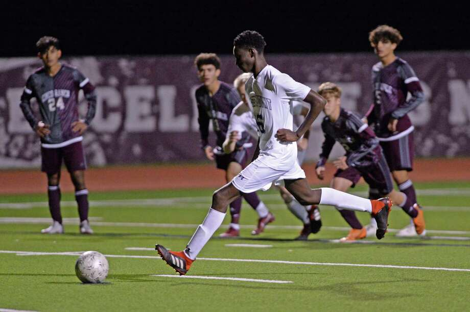 Ellington Fuller (16) of Ridge Point scores on a free kick during the second half of a high school soccer game between the Cinco Ranch Cougars and the Ridge Point Panthers on Saturday, January 5, 2019 at Cinco Ranch High School, Katy, TX. Photo: Craig Moseley, Houston Chronicle / Staff Photographer / ©2019 Houston Chronicle