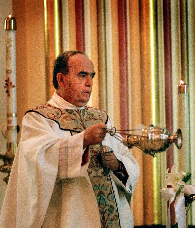 Monsignor William Nagle celebrates his final Mass as pastor of St. John Church on Atlantic Street in Stamford in 1998. Photo: / ST