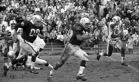The Oakland Raiders play the Buffalo Bills at Frank Youell Field in Oakland, November 20, 1965 Clem Daniels (36) breaks into the open with Jim Otto blocking