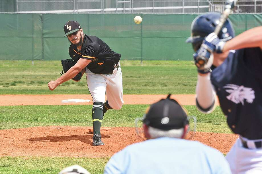 Adrian Rubalcaba and Palominos dropped their four-game series to Alvin 1-3. Laredo is now 3-15 in Region XIV South Zone Division play. Photo: Danny Zaragoza /Laredo Morning Times File / Laredo Morning Times