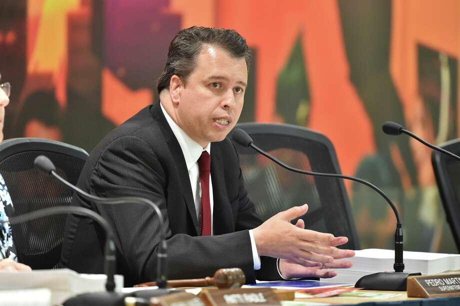 SAISD Superintendent Pedro Martinez speaks at board meeting earlier this year. Photo: Robin Jerstad /Robin Jerstad / ROBERT JERSTAD